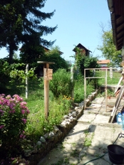 the backyard, where the dog lives © trashbus/Renata Britvec, 2011