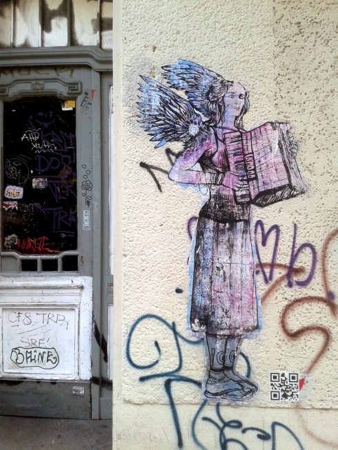 Accordion Angel seen @ Maybachufer, Berlin-Neukölln, artist unknown photo © trashbus/Renata Britvec, 2014