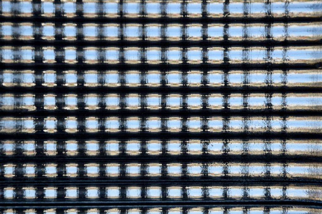 Window Glass II. Comprehending Patterns of Home. Velika Gorica, Croatia. 2017. © Trashbus ǀ Renata Britvec
