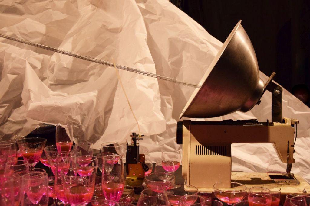 No em va fer Joan Brossa. CaboSanRoque. Jubiläumskonzert der Dinge. Schaubude Berlin. 2018 © Trashbus ǀ Renata Britvec