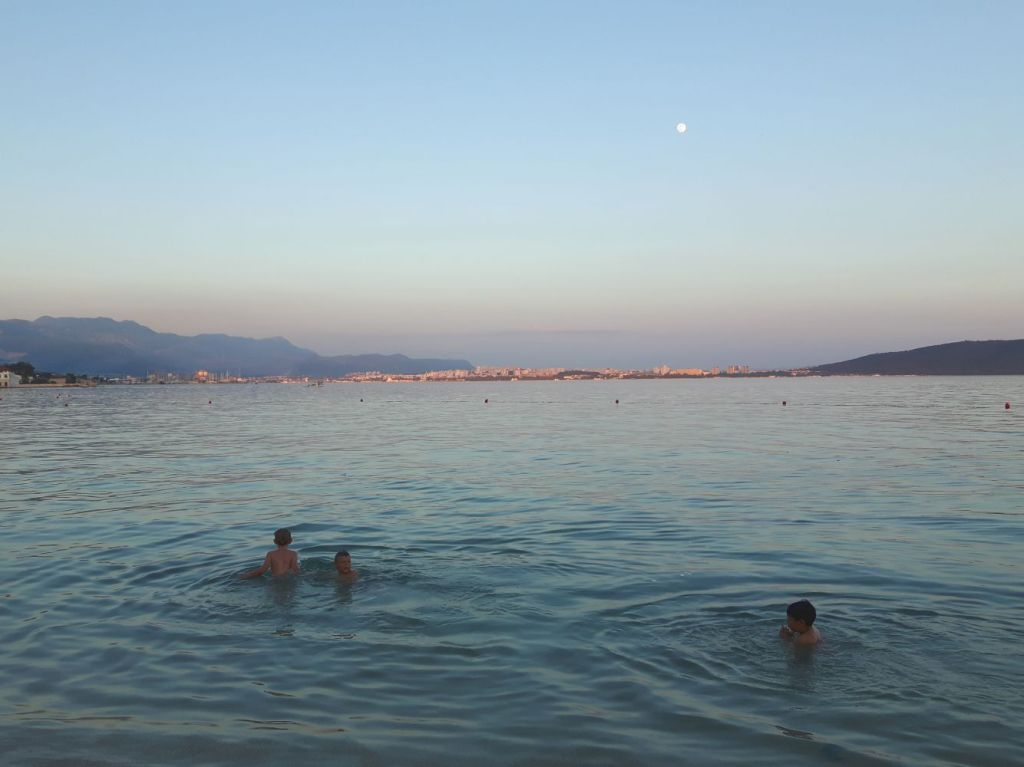 Sundown Swim. Summer is a Ghost from the Past. Kaštela, Croatia. 2017. © Trashbus ǀ Renata Britvec
