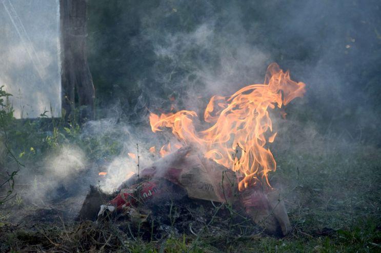 Fire I. Summer. Short Hellos & Long Goodbyes. LipnicaTuzla, BiH. 2017 © Trashbus ǀ Renata Britvec