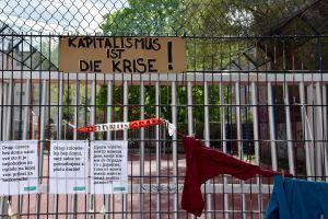 Capitalism Is the Crisis. Left Behind. Berlin, 2020. © Trashbus ǀ Renata Britvec