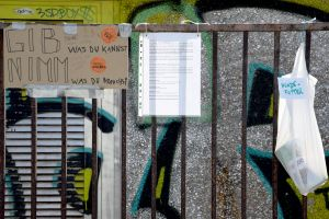 Donation Fence – Dog Food. Left Behind. Berlin, 2020. © Trashbus ǀ Renata Britvec