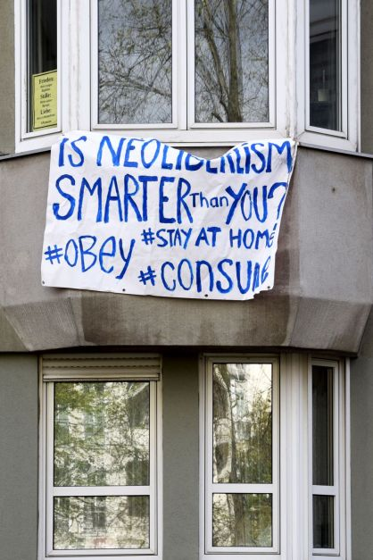 Is Neoliberalism Smarter than You. Left Behind. Berlin, 2020. © Trashbus ǀ Renata Britvec